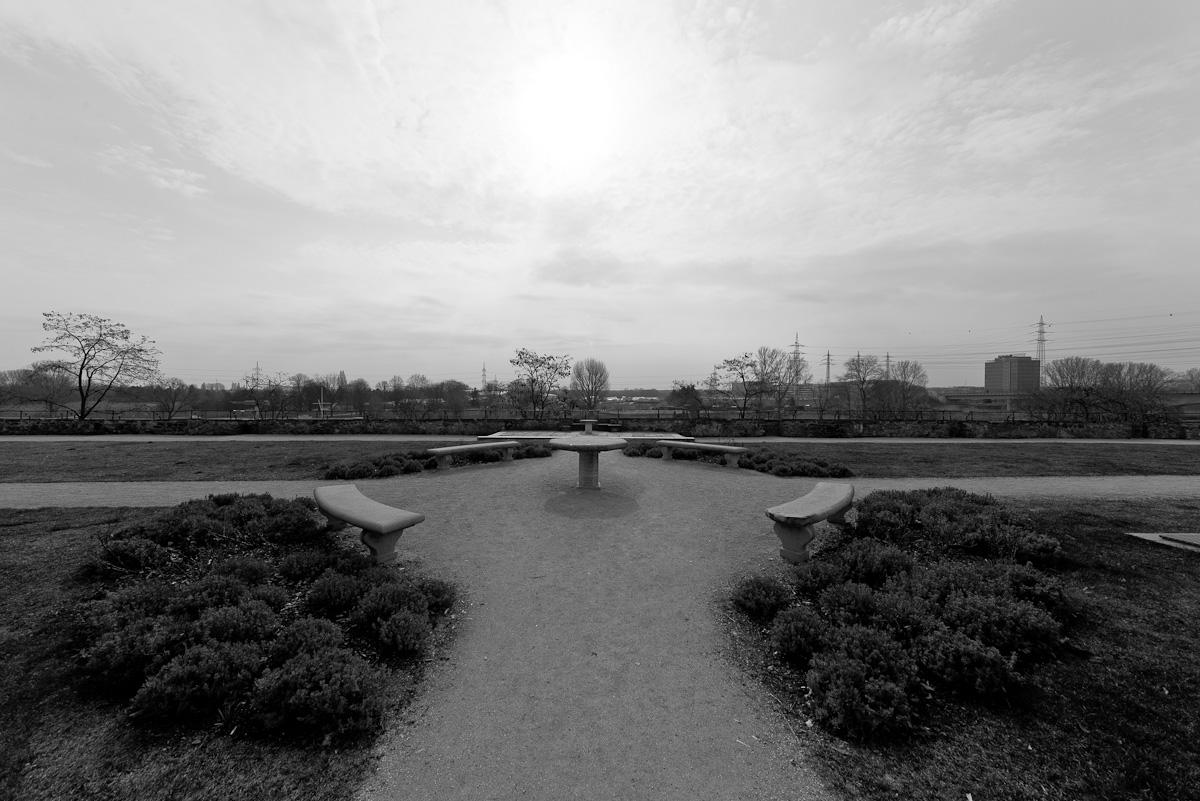 frankfurt-hoechst-sigma-12-24-bw-schlossgarten